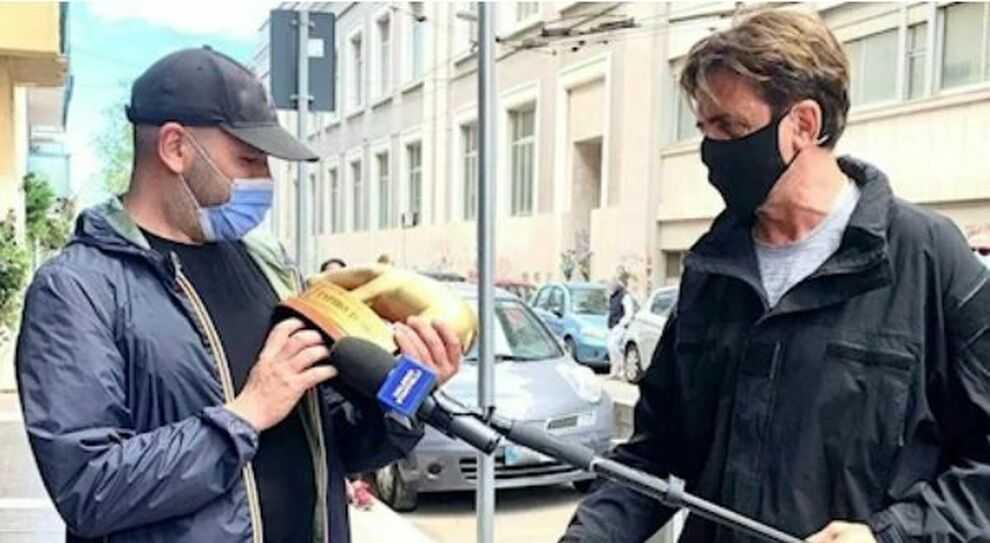 Checco Zalone riceve il tapiro d'oro ma non ritira il David di Donatello