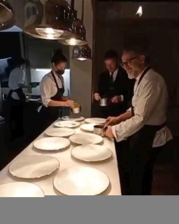 David Beckham chef per una serata in cucina con Massimo Bottura