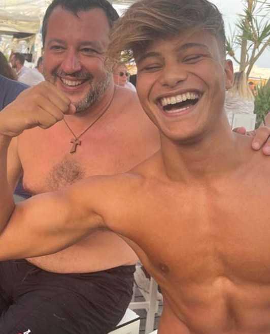Denis Dosio posta un selfie con Matteo Salvini perde migliaia di follower