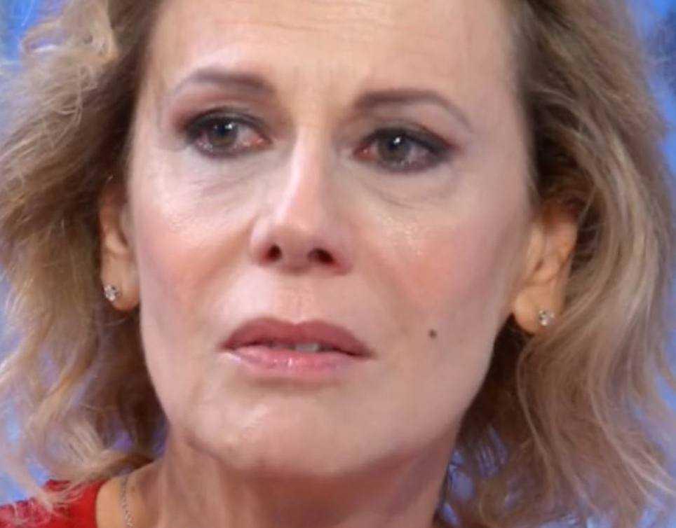 Daniela Poggi svela il suo dramma in tv mia madre era malata di alzheimer