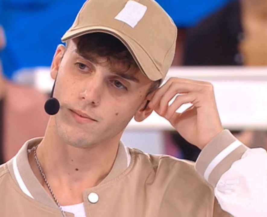 Amici Luca D'Alessio Il figlio di Gigi in lacrime si confida con Rudy Zerbi