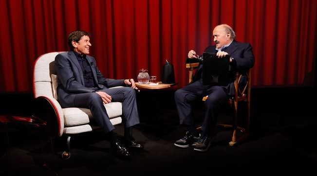 Gianni Morandi ospite nell'Intervista a Maurizio Costanzo ricorda il terribile incidente