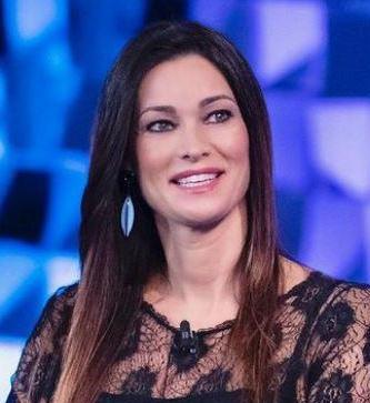 Manuela Arcuri se il secondo figlio non dovesse arrivare stiamo pensando all'adozione