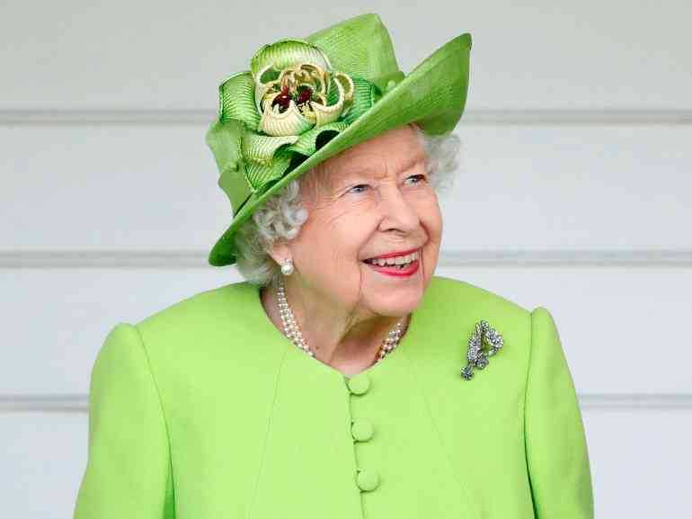 La Regina Elisabetta rifiuta il premio anziana dell'anno