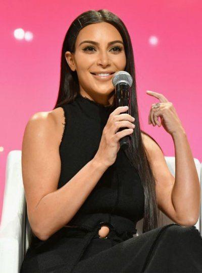 Kim Kardashian si fa aiutare da un guru