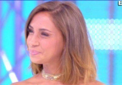 L'ex naufraga Malena piange in diretta tv dalla D'Urso