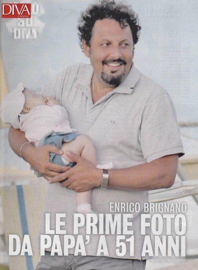 Enrico Brignano coccole al mare per la piccola Martina