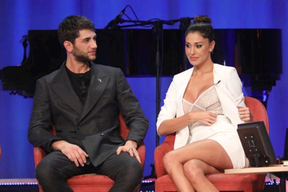 Look provocante per Belen al Maurizio Costanzo Show