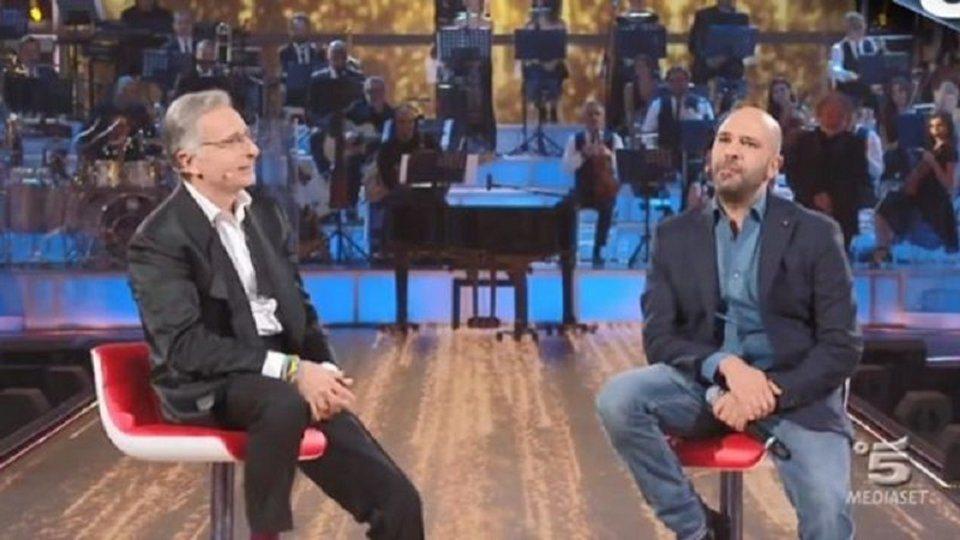 Checco Zalone  battuta omofoba a Music indigna il pubblico