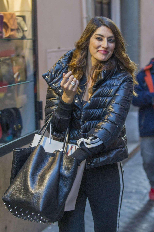 Elisa Isoardi vita da single tra shopping e parrucchiere