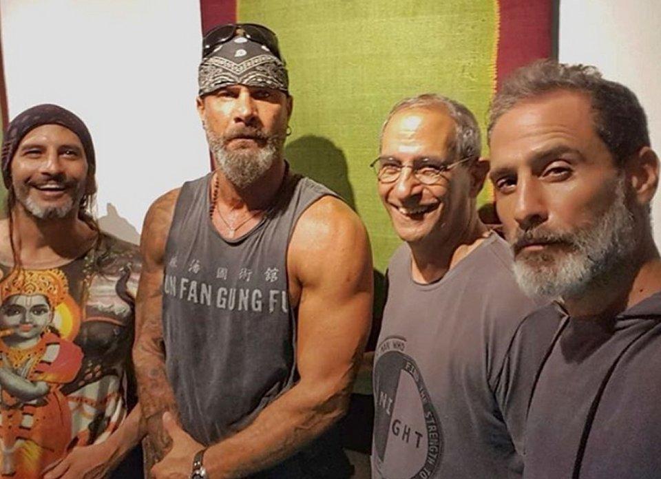 Sui social Raz Degan pubblica una foto con la sua famiglia