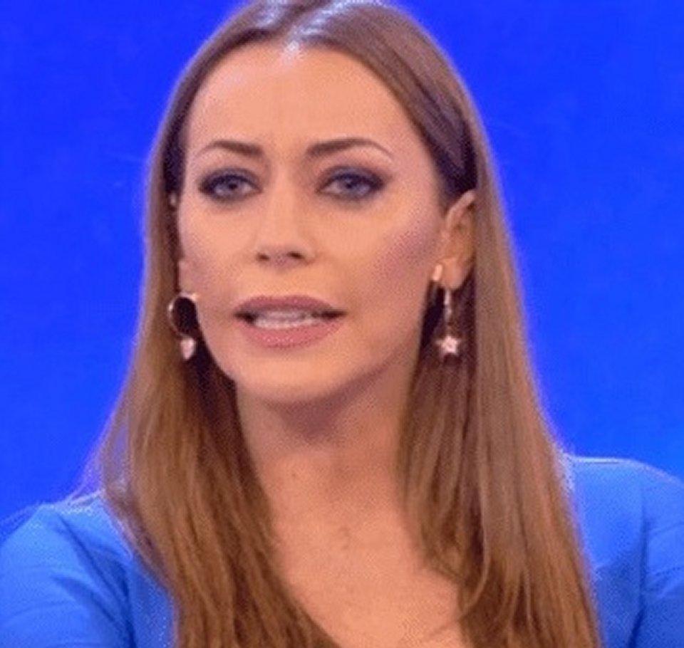 Karina Cascella sui social risponde a chi la critica di essere ingrassata