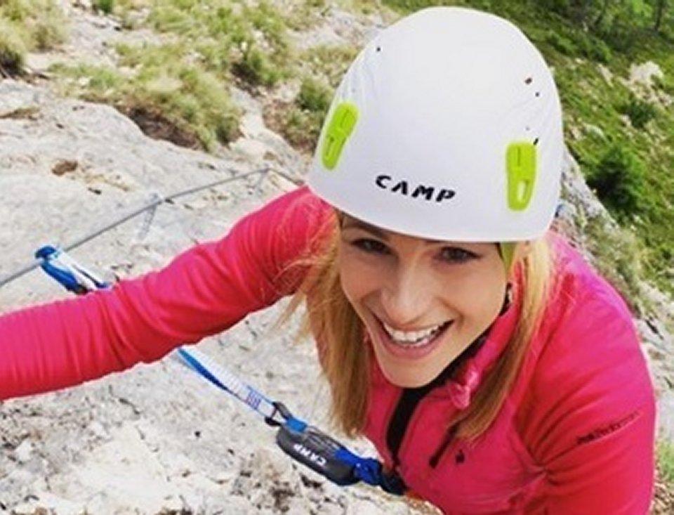 Michelle Hunziker la foto in montagna fa scatenare le polemiche