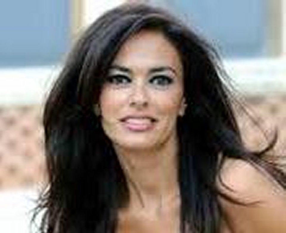 Maria Grazia Cucinotta in difesa di Amadeus basta con le polemiche