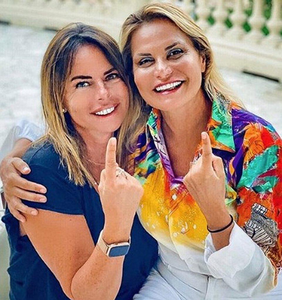 Simona Ventura i fan s'infuriano per la foto con Paola Perego