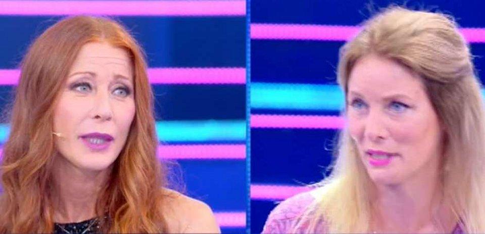 Domenica Live Flavia Vento contro la sorella Sabina che dice dovrebbe andare dallo psicologo