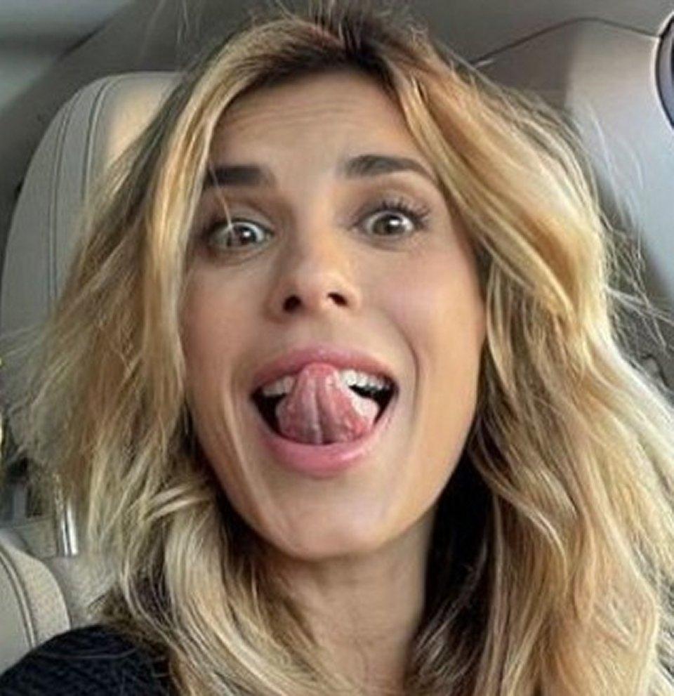Elisabetta Canalis si fa bionda pioggia di critiche da parte dei fan