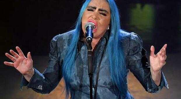Loredana Bertè canta in playback ad Amici e sorprende il pubblico