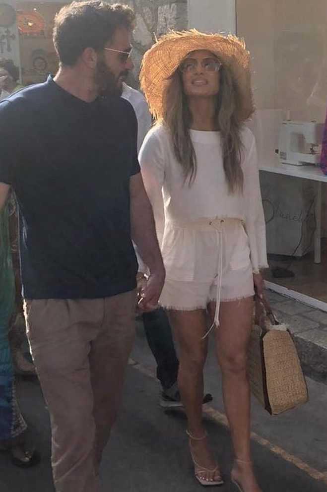 Jennifer Lopez e Ben Affleck in vacanza a Capri fan impazziti per le vie del centro