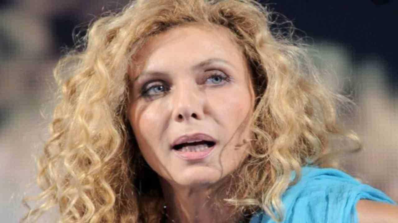 Eleonora Brigliadori choc fermate le vaccinazioni e i tamponi vi uccideranno con impulsi 5G