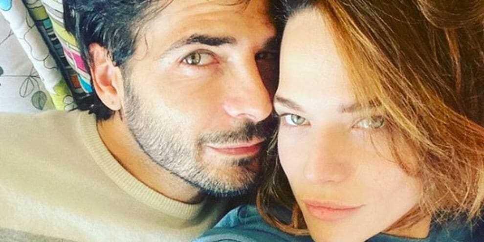Laura Chiatti smentisce le voci di crisi  fa una dedica d'amore a Marco Bocci