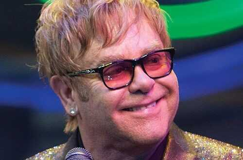 Elton John rinvio il tour dopo un incidente devo operarmi