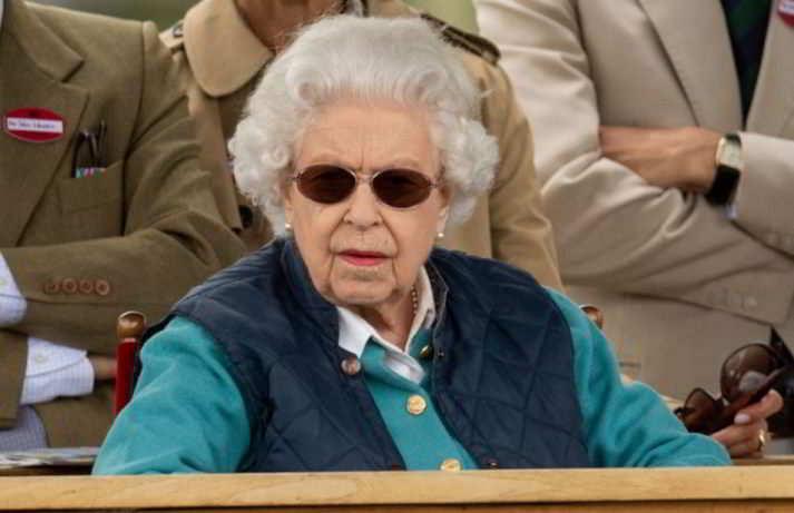La regina Elisabetta vince ancora alle corse dei cavalli