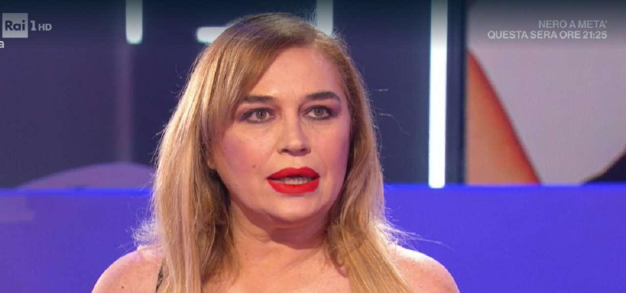 Lory Del Santo in tv racconta che anche a lei da bambina ha subito delle molestie