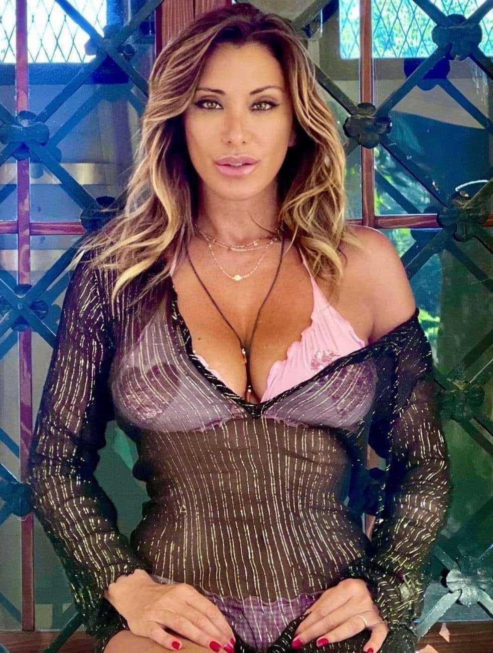 Sabrina Salerno è una bomba sexy a 53 anni e svela mi piace comandare