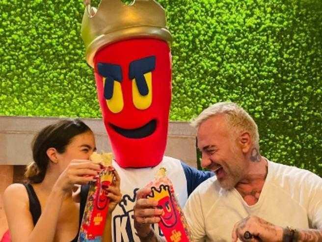 Gianluca Vacchi a Milano apre tre locali di kebab