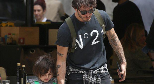 Stefano De Martino, giornata con Santiago prima delle vacanze: