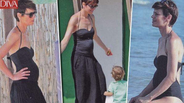 Claudia Pandolfi, dolci forme al mare: terzo figlio in arrivo