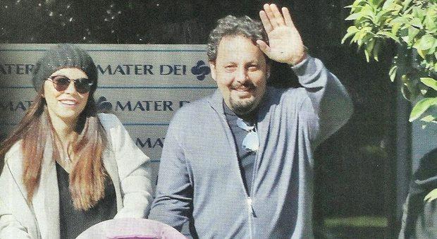 Enrico Brignano e Flora Canto, prima uscita con la piccola Martina
