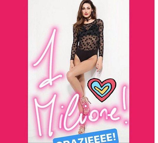 Anna Tatangelo festeggia 1milione di follower su Instagram con una foto