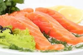 Salmone, tacchino e spinaci nella dieta antistress. Sì anche al cioccolato fondente