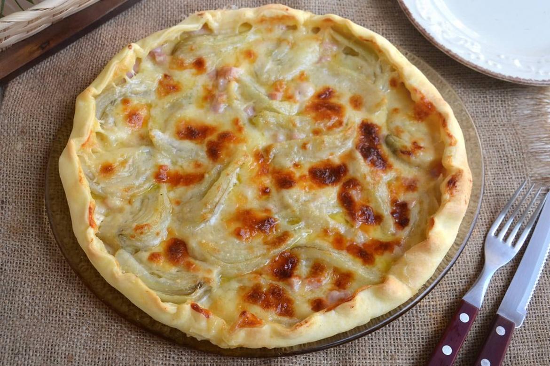 Torta salata con finocchi e prosciutto