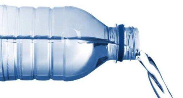 Cosa c'è nell'acqua che ci fanno bere? Report fa analizzare 32 bottiglie delle principali marche ...Il risultato è impressionante: dall'Arsenico al Berillio a quantità industriali di manganese...!