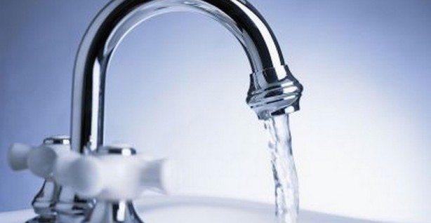 ALLARMANTE - Fibre di plastica presenti nell'83% dell'acqua di rubinetto di tutto il mondo! Ecco i risultati dello studio shock...!