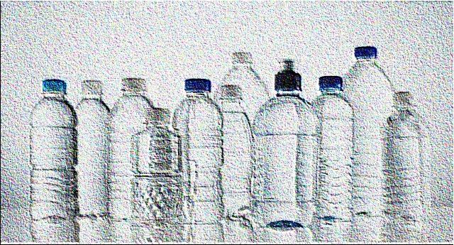 """Ecco come cercano di darcela a bere - La verità e le bufale sull'acqua in bottiglia: da quelle con pochi sali a quelle senza sodio, alle """"leggerissime"""", alle alleate di linea e salute a quelle per essere """"più belli dentro e fuori""""."""