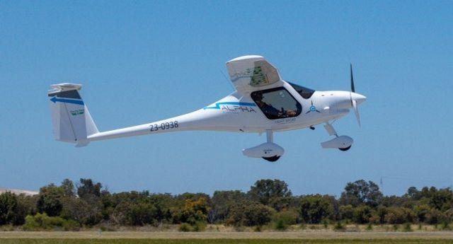 Alpha Electro, il primo aereo elettrico al mondo, sorvola i cieli australiani