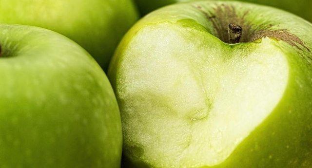 Non una, ma 3 mele al giorno: non solo levano il medico di torno, ma riparano anche i danni da fumo!