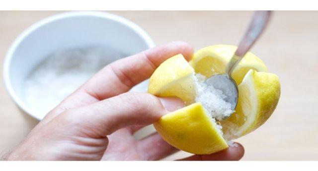 Le fantastiche proprietà del limone fermentato e la semplicissima ricetta per farlo in casa...