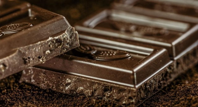 Il cioccolato fa bene - Un toccasana per memoria, umore e sistema immunitario. Cura infiammazioni e stress e quello con il 70% di cacao può aiutare perfino contro la colite