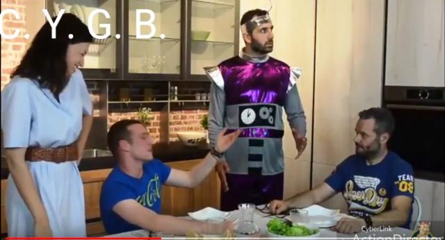 Robot da cucina contro le bugie - breve video che ve la farà fare sotto dalle risare!