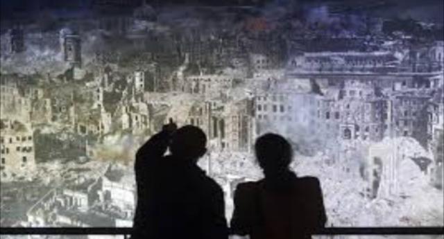 13-15 febbraio 1945, il bombardamento angloamericani di Dresda - Un'azione concepita e condotta per uccidere esclusivamente civili - Un crimine di guerra che fece più vittime della bomba atomica...!