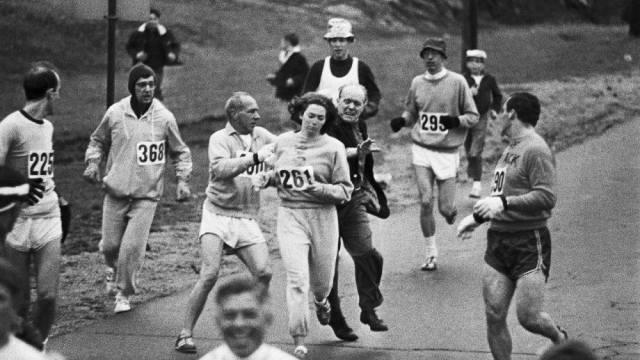 19 aprile 1967 - Kathrine Switzer sfidò il maschilismo nello sport correndo la maratona di Boston