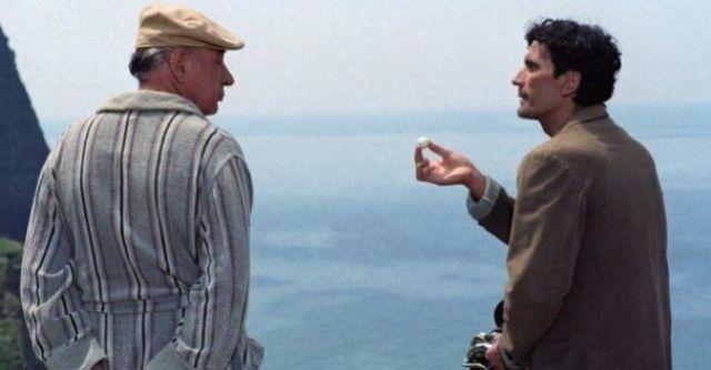 """4 giugno 1994 - 25 anni senza Massimo Troisi. Lo ricordiamo con il suo canto del cigno """"Il postino�: la poesia che vince la morte..."""