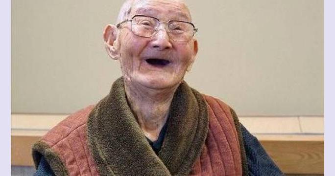 """La grande, grande, grande lezione di Chitetsu Watanabe, l'uomo più vecchio del mondo: """"Mantenete sempre il sorriso�"""