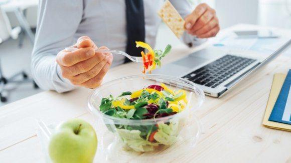 Pausa pranzo alla scrivania? Per gli psicologi non è una buona idea.