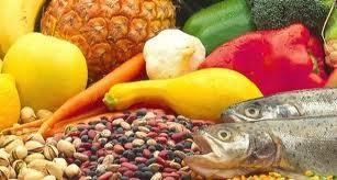 Svolta salutista, gli italiani mangiano più pesce e frutta.